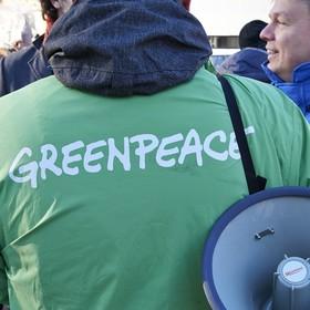 Protest Greenpeace na dachu Ministerstwa Środowiska. Zatrzymano 15 osób