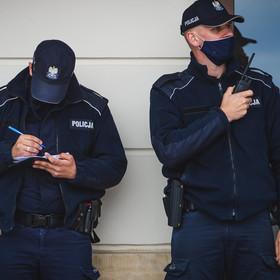 Puścił bąka przy policjantach