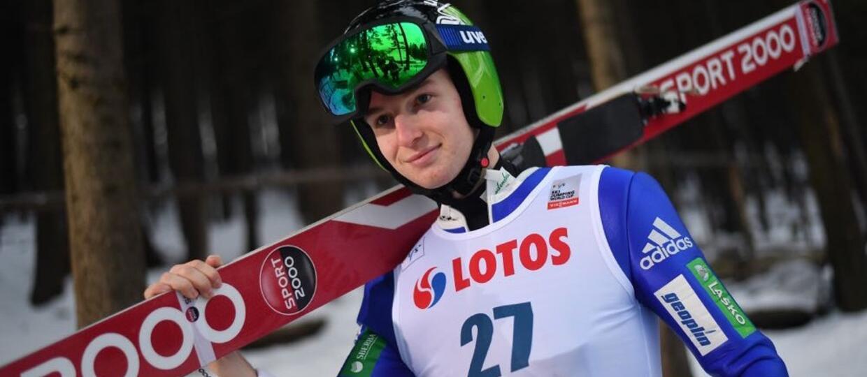 Słoweński skoczek narciarski rozpoczął karierę muzyczną. Nagrał hit lata?