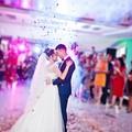 młoda para w tańcu