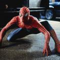 Spider-Man dołączył do protestujących w Nowym Jorku. Zwisał z budynku! [WIDEO]