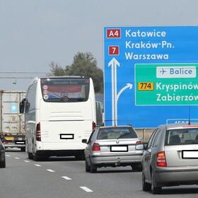 Szedł na kolanach po autostradzie z Krakowa do Częstochowy. Odwieźli go do szpitala psychiatrycznego