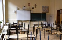 pusta klasa szkolna
