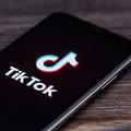 """TikTok ukrywa i cenzuruje ludzi biednych, brzydkich oraz """"niekształtnych""""?"""