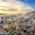 plastik na wysypisku śmieci