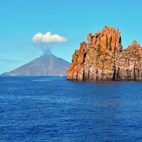 UFO wyleciało z krateru. Czy wulkan Stromboli to tajna baza kosmitów?