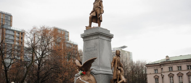 """Warszawa. Na pomniku Kościuszki umieszczono napis """"Black Lives Matter"""". Zainspirowali się Amerykanami?"""