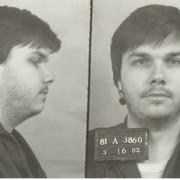 Zabójca Johna Lennona po raz 11 chce wyjść za kaucją z więzienia. Co na to sąd?