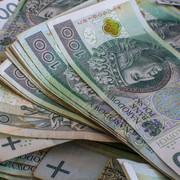 Znaleziono torbę pełną pieniędzy Policja szuka właściciela