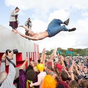 10 efektownych skoków ze sceny