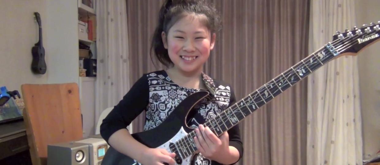 10-letnia Japonka zawstydziła gitarzystów?
