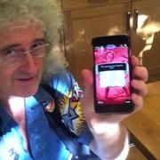 Brian May testuje aplikację Queen