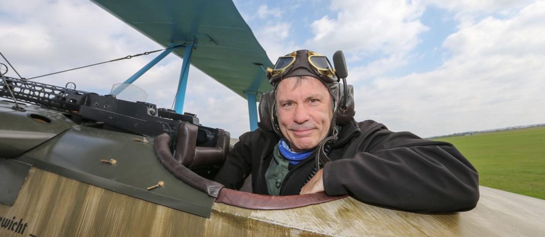 Bruce Dickinson i awaryjne lądowanie po królewsku