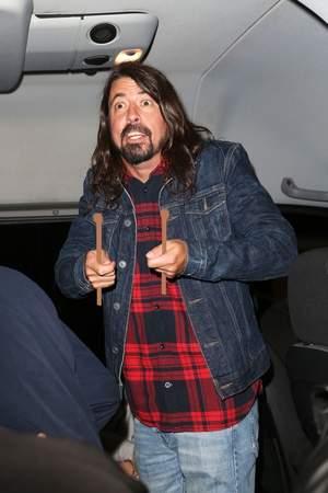Dave Grohl gra Led Zeppelin na perkusji... bez perkusji!