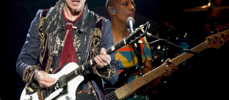 Gitara z podpisem Davida Bowiego jako prezent?