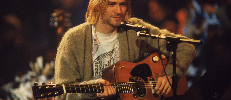 Kup sweter i włosy Kurta Cobaina