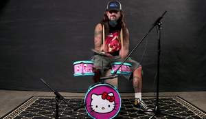 Mike Portnoy zagrał na perkusji z Hello Kitty?