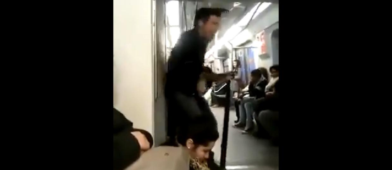 Nowy headbanging, czyli uderzanie głową o metro