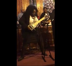 Szalone gitarowe solo w kościele