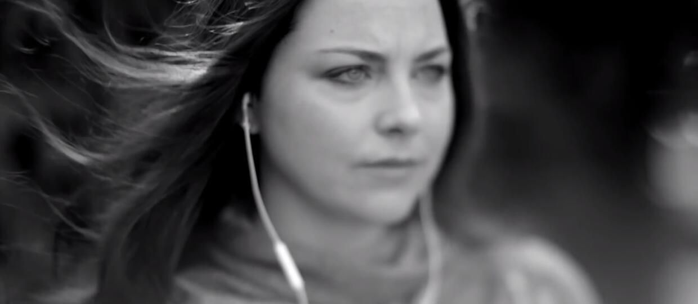 Amy Lee nagrała utwór U2