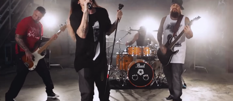Basista Korna wyda 2. płytę ze StillWell