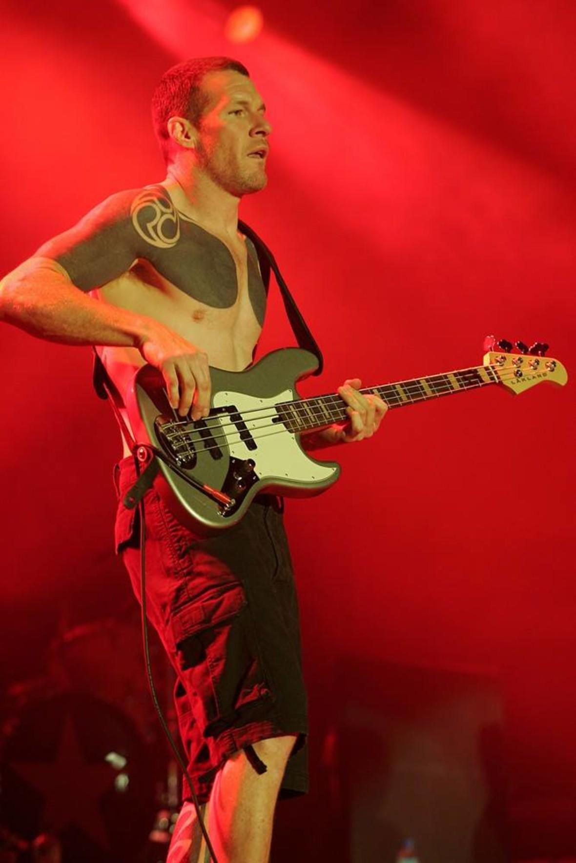 Basista RATM i Audioslave znaczy winyl własną krwią