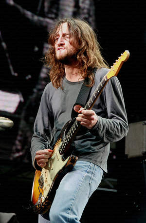 Były gitarzysta Red Hot Chili Peppers gra teraz acid house