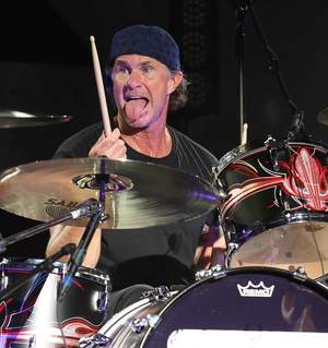 "Chad Smith gra z dziećmi ""Can't Stop"""