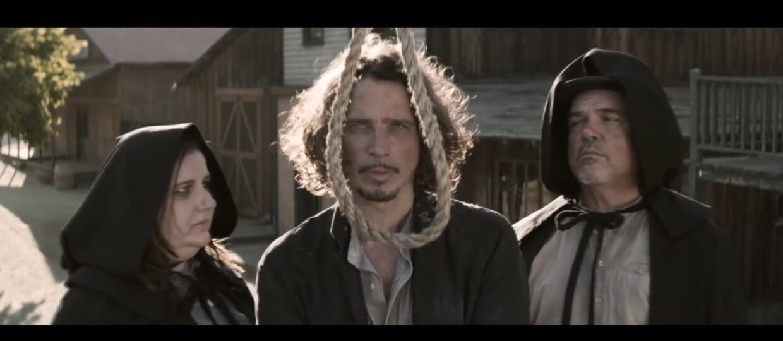 Chris Cornell zawisnął na szubienicy w nowym teledysku
