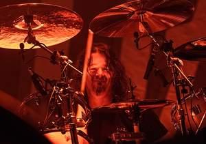 Czy Paul Bostaph radzi sobie w Slayerze?