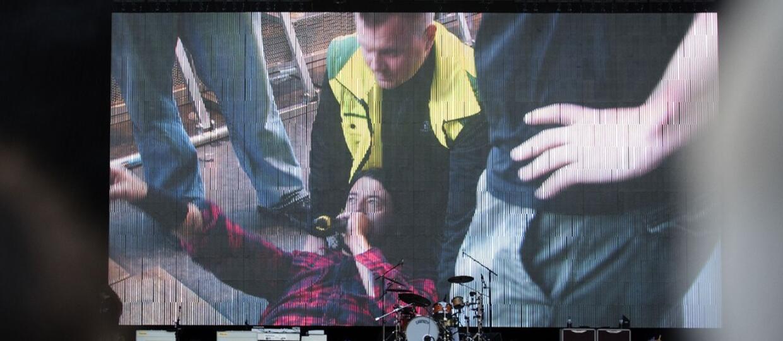 Dave Grohl dokończył koncert ze złamaną nogą