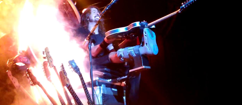 Dave Grohl i solówka na złamanej nodze