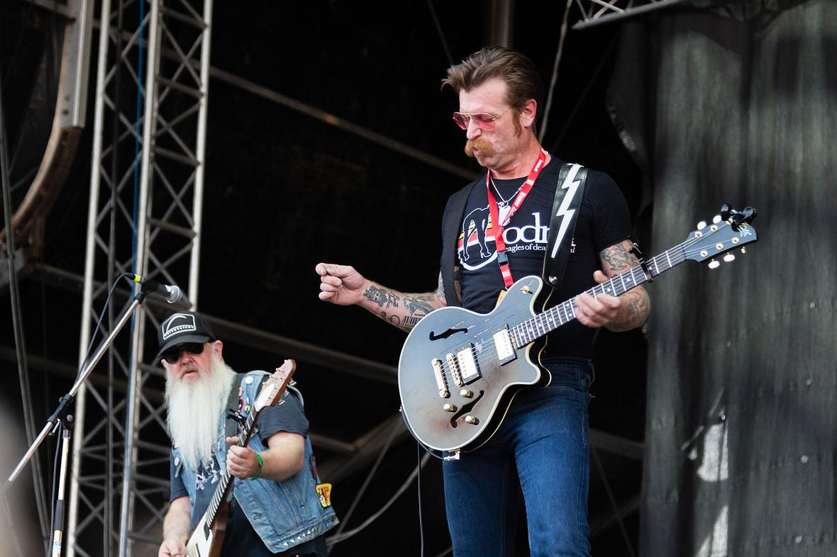 Fani Eagles of Death Metal wspierają zespół po zamachu w Paryżu
