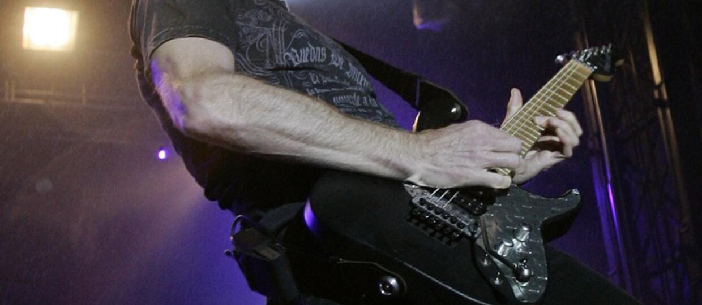 Gitarzysta Def Leppard przeciwny Spotify