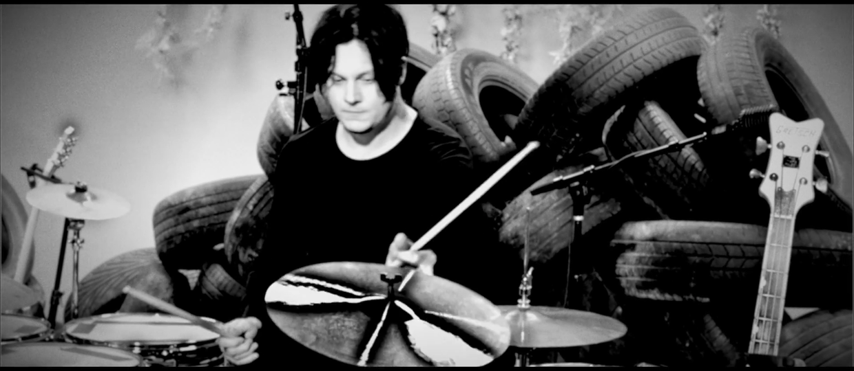 Jack White uczy, jak grać The Dead Weather na perkusji