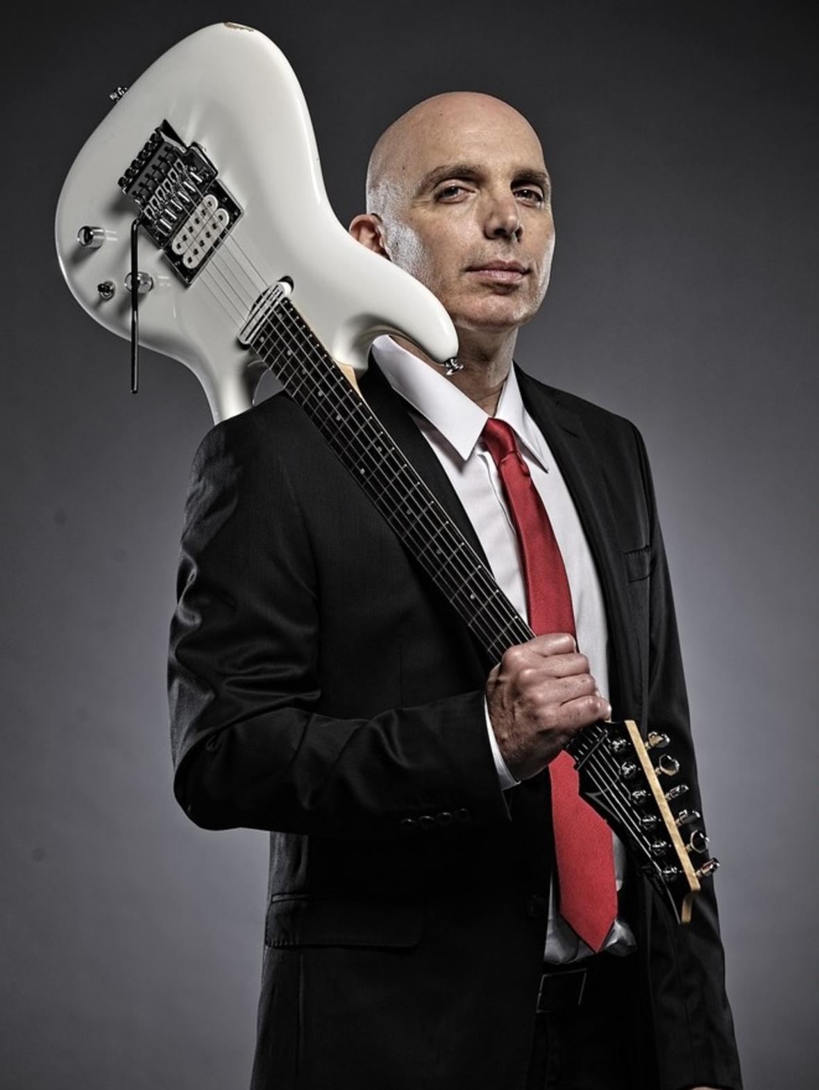 "Joe Satriani zapowiada ""Shockwave Supernova"""