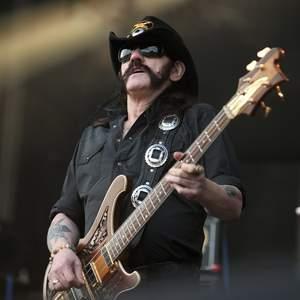 Lemmy pokazuje FUCKA