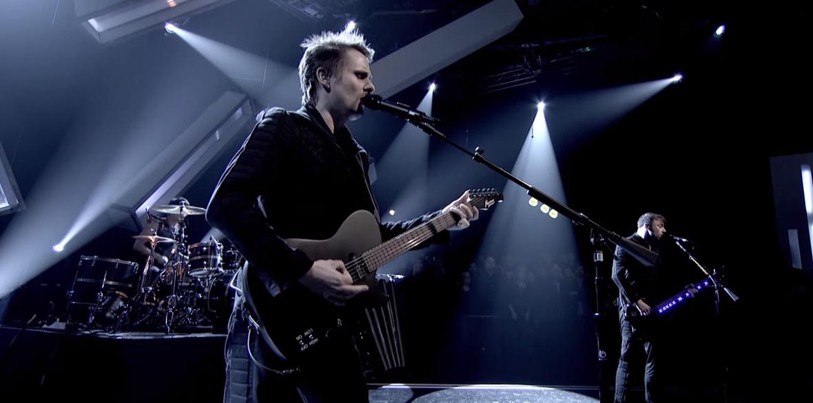 Muse gra utwory z Drones w telewizyjnym show
