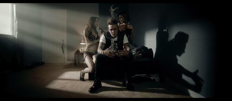 Papa Roach rapuje o zdradzie w nowym teledysku