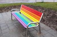 tęczowa ławka w Kielcach