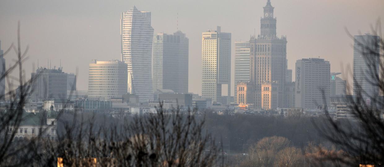 Atak smogu w Warszawie - mieszkańcy ratowani darmową komunikacją