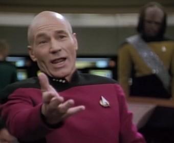 kapitan Jean-Luc Picard na mostki USS Enterprise D