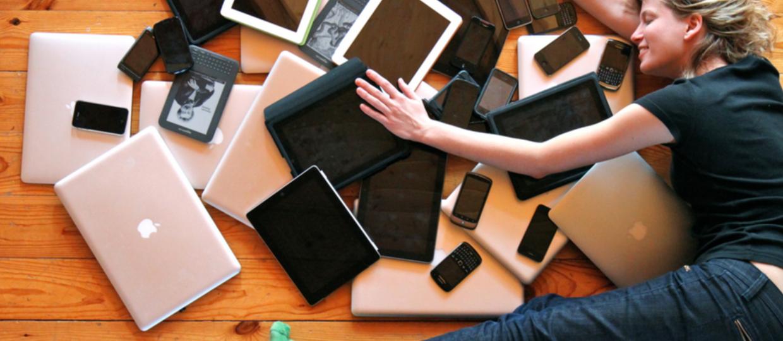 Ile czasu wytrzymują bez smartfona kobiety i mężczyźni?