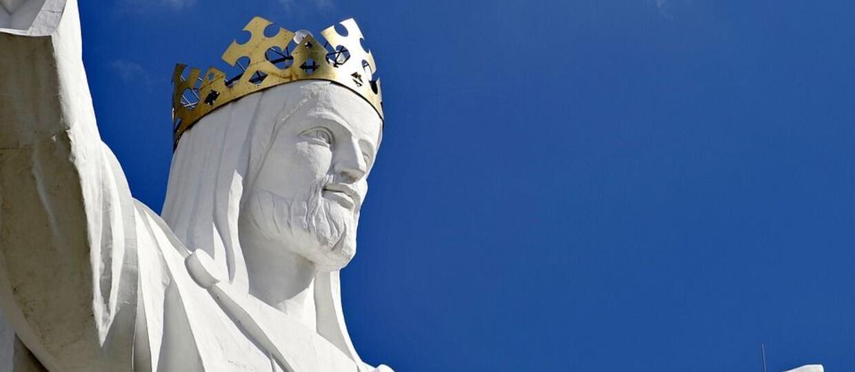 Jezus ze Świebodzina z antenami w koronie