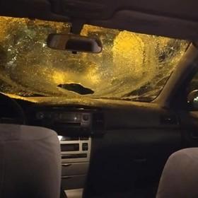 rozbita przednia szyba w samochodzie
