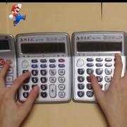 """Motyw muzyczny z """"Super Mario"""" zagrany na kalkulatorach"""