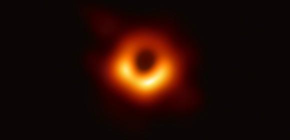 czara dziura w galaktyce M87