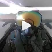 Pilot myśliwca nagrał moment uderzenia pioruna w samolot [WIDEO]