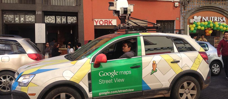 Policyjni tajniacy jako samochód Google Street View