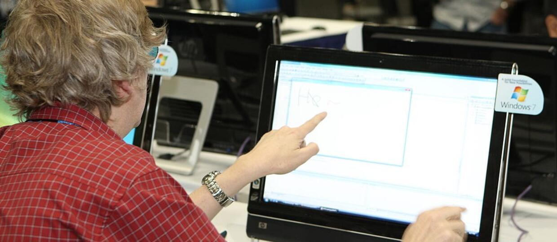 Ponad połowa Polaków nie umie korzystać z komputera